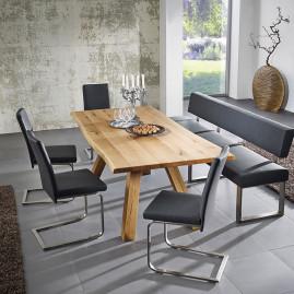 Trendiger Essbereich mit Eiche Vollholztisch und Freischwingern