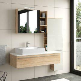 Schlichtes Badezimmerdesign mit großen Fliesen