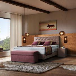 Modernes Schlafzimmer mit Altholz und Boxspringbett